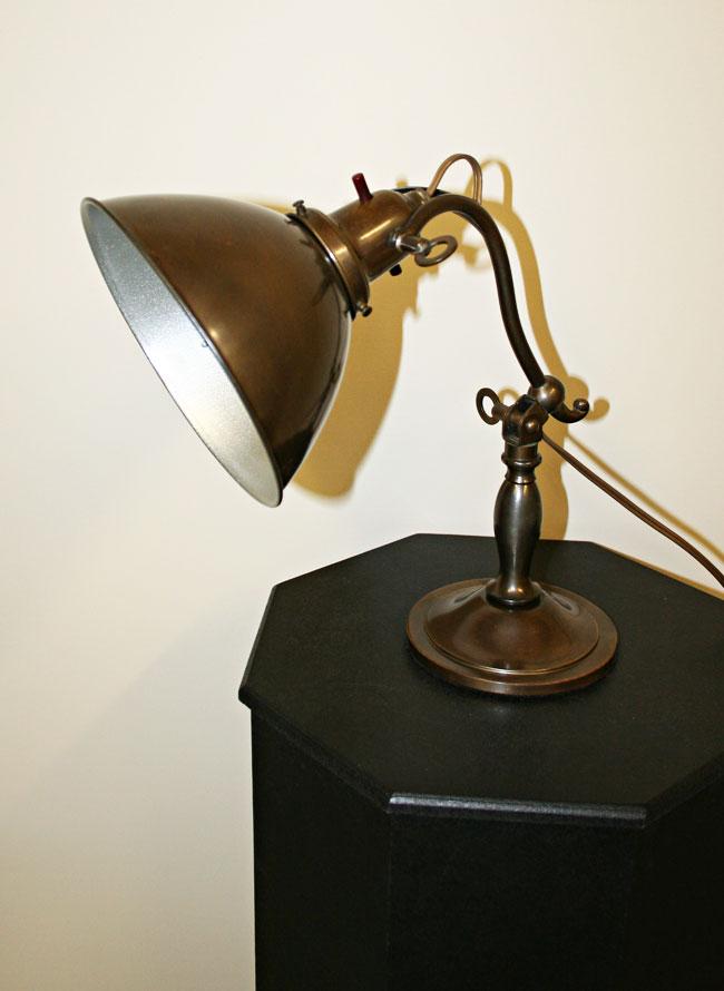 1920 S Articulating Desk Lamp